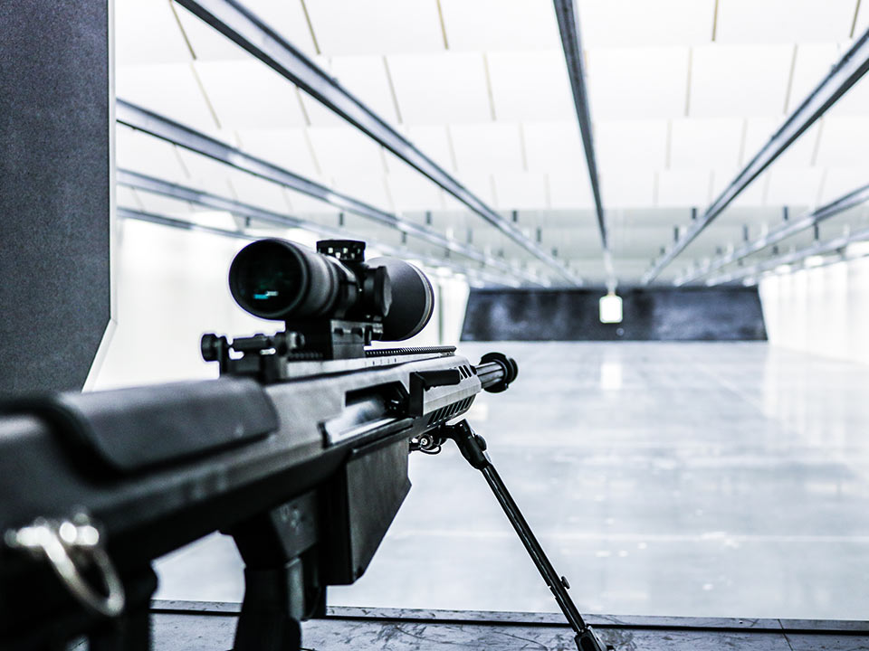 Indoor gun range with automatic rifle